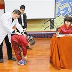 深圳青少年ballbet登录ballbet贝博app下载状况堪忧 98名学生70人高低肩
